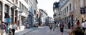 mtl day street1 300x124 Rue piétonne du Vieux Montréal