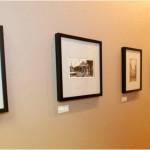 Couloir décoré avec des photos historiques du bureau St-Gabriel